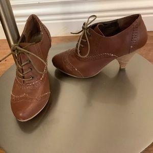 Jules & James Granny Shoes Sz 6